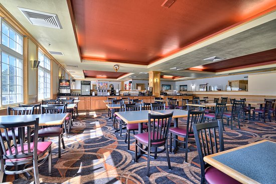 Cabot Inn & Suites: Breakfast Room