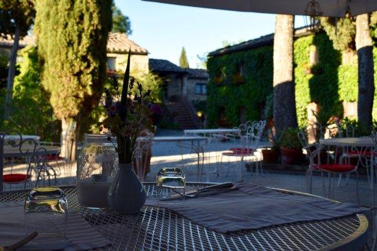 Tenuta di Ricavo: Sunday bar service