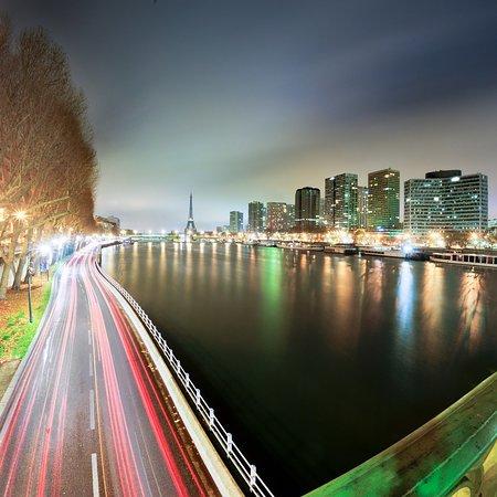 Visitez la plus belle ville du monde avec nos VTC voiture avec chauffeur ou avec nos taxis motos