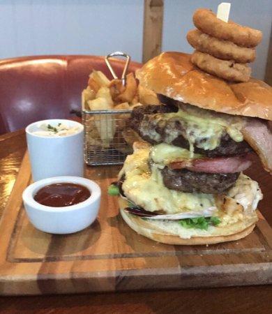 Ammanford, UK: The Raven Inn Farmhouse Burger