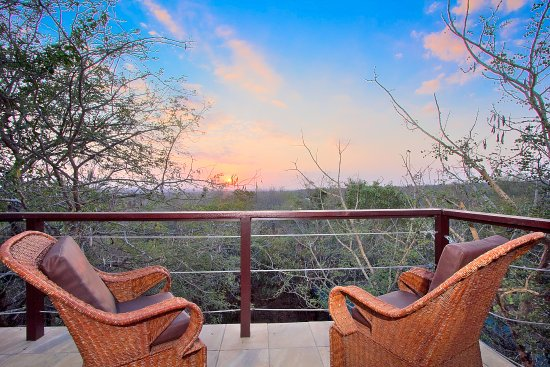 Marloth Park, Afrika Selatan: Royale Guesthouse - 3/3 rooms in our guesthouse view