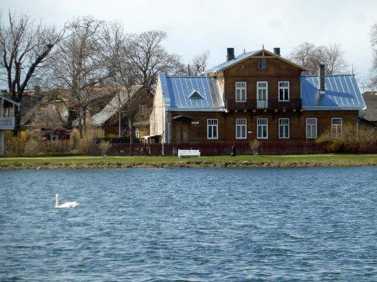 Haapsalu, Estonya: Älteres Backsteinhaus am Väike viik