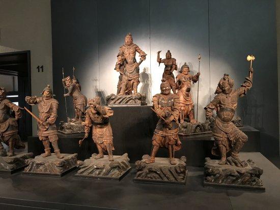 Museo Nacional de Tokio: 12 guardians