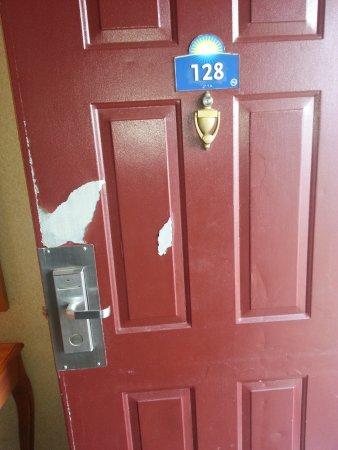 Batesville, MS : paint peeling from door