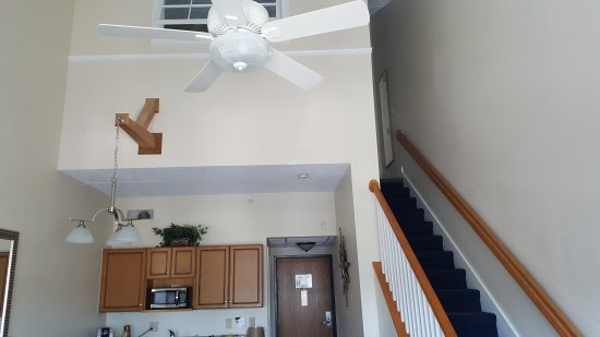The Cove at Yarmouth: Great 1-week accommodations for 4, 2 story townhouse, parlor w/pull out sofa, kitchen & dining a