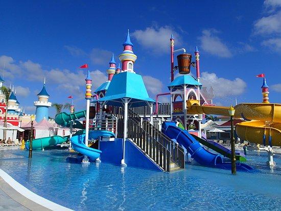 Jeux d 39 eau au fantasia picture of luxury bahia principe for Hotel luxury bahia principe fantasia