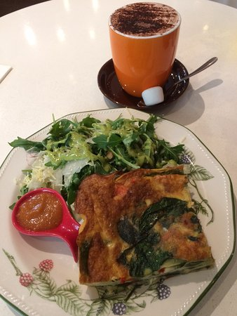 Claremont, Australia: Frittata with salad