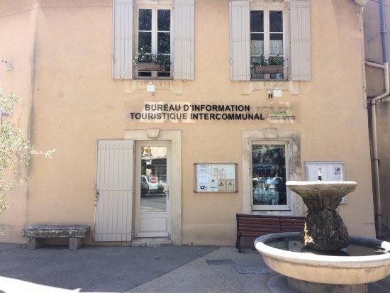Mouries, France : Poussez la porte de l'Office de Tourisme!! Notre équipe et ses bons plans vous attendent!