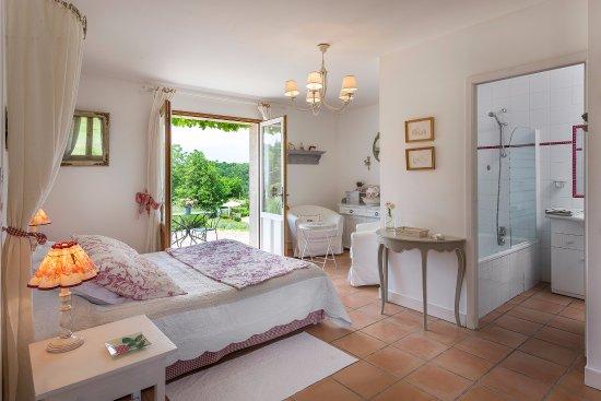 """Le Buisson-de-Cadouin, France: chambre """" Campagne """" avec terrasse"""