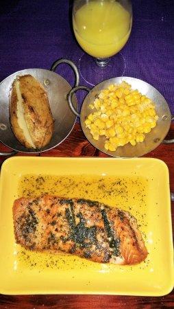 Hacienda Real El Salvador: Salmon a las finas hierbas