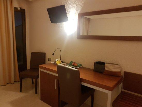 AYA Hotel: 20170724_220527_large.jpg