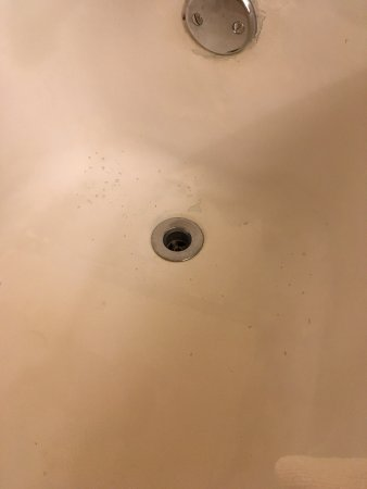 Skokie, IL: Stained tub which does not show up as bad as it was.