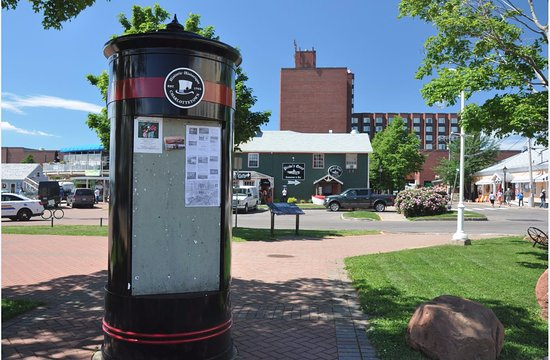 Charlottetown, Kanada: Boards display upcoming events and happenings at the wharf