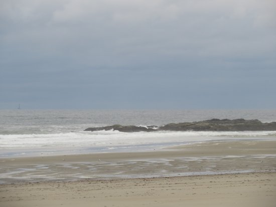 Norseman Resort: up the beach to the right. downbeach long, sandy beach