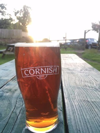 Saint Ewe, UK: You can't beat a pint in our stunning beer garden on a Summers eve!