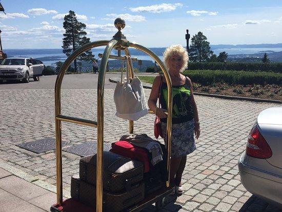 Scandic Holmenkollen Park: Flott mottakelse parkering kunne vert Gratis ellers perfekt.!