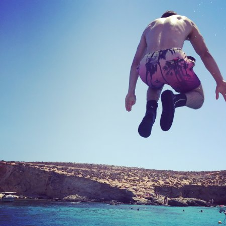 Munxar, Malta: Jumping off the boat in comino to cool off