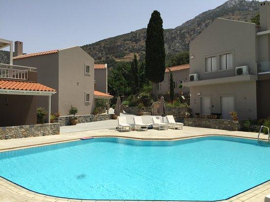 Avdou, Greece: Gemeenschappelijk zwembad
