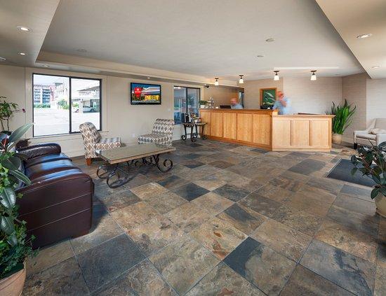 Kelowna Inn & Suites Photo