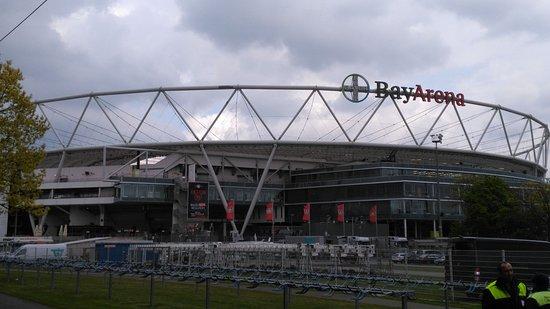 BayArena: Das Stadion von außen
