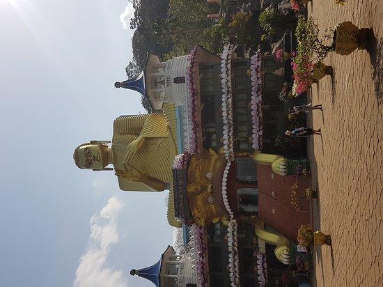 Dambulla, Sri Lanka: 20170725_153656_large.jpg