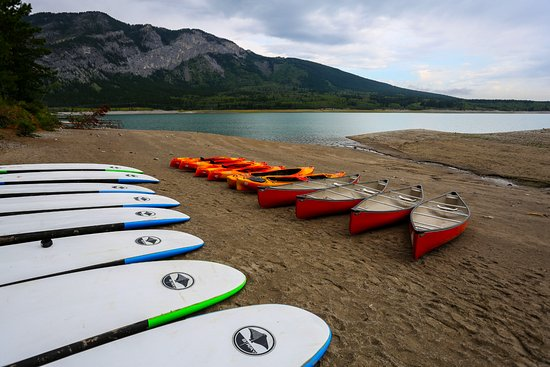 Kananaskis Country, Kanada: Stand up Paddle board on Barrier Lake, Canoes and Kayaks available