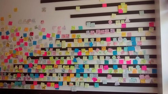 Apex, Carolina del Norte: Wall of Post-It's from Customers