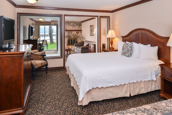 Sandpoint, ID: King-specialty room with fireplace.