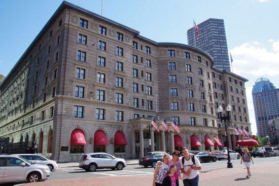 Fairmont Copley Plaza, Boston: Excelente diseño de Hotel contrastando con edicios modernos