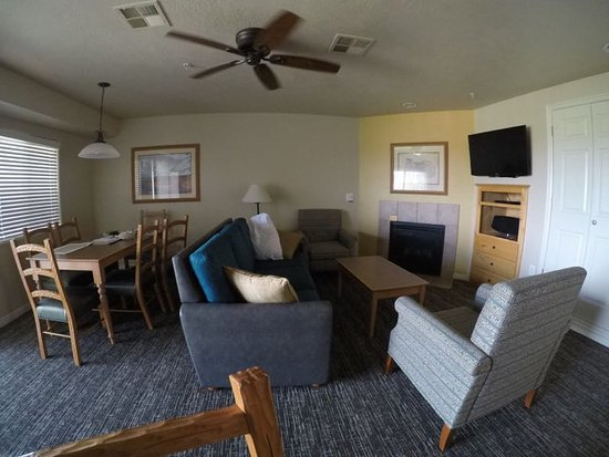 Worldmark St. George: Dining and front room area / 2 BR unit