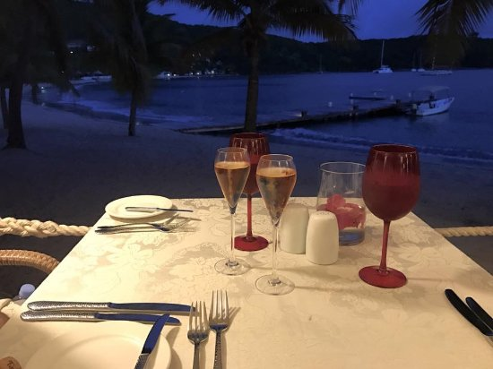 The Inn at English Harbour: Evening meal in beach reef restuarant