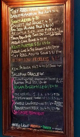 Stockport, UK: Beers on offer when I visited - the Mojito Sour was a new taste experience for a beer!