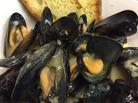Dogana, San Marino: Cozze pescate alla francese!