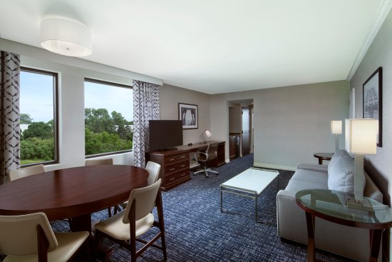 Sheraton Suites Philadelphia Airport Photo