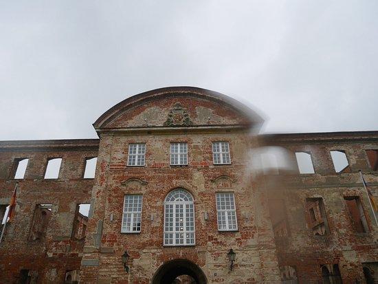 Dargun, Jerman: Ruine trotzt  Wind und Wetter!