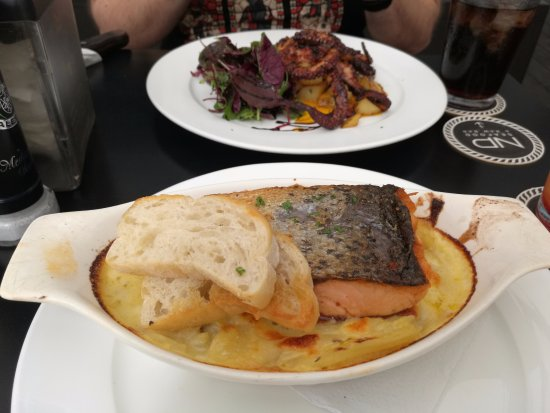 San Pedro, Costa Rica: El salmón y el Pulpo por mucho de los mejores que he probado!!!