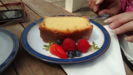 Nunnington, UK: lemon drizzle cake