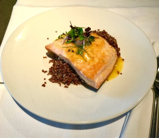"Salmon with quinoa and ""mató I Mel"""