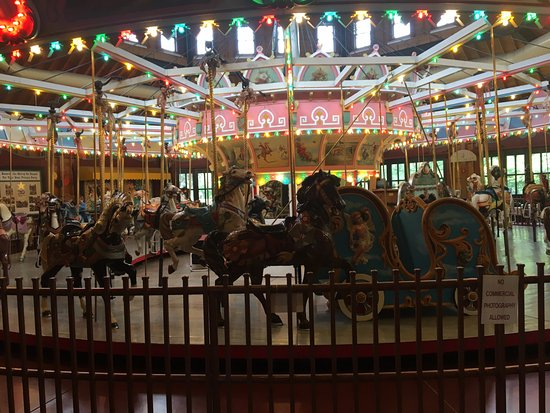 Holyoke, MA: This was the Carousel in Mountain Park Amusement, from back in 1897, but closed in 1987. Nicely