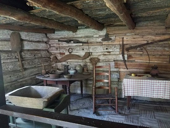 Arnolds Park, Айова: Gardner family cabin interior- Abbie Gardner recreated the furnishings in 1891