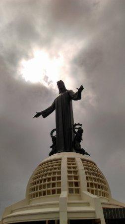 Santuario de Cristo Rey: El famoso cristo del cubilete visto desde la base del monumento .lugar religioso para religiosos