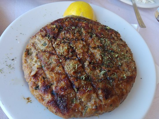 Piraeus Region, Griechenland: Επικών διαστάσεων και γεύσης μπιφτέκι, γκιοσα πεντανοστιμη λουκούμι.