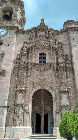 Templo La Valenciana: Fachada de la iglesia de la valenciana muy bonita arquitectura y sus interiores tambien