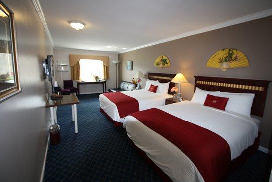 Revelstoke Gateway Inn: Two Beds In One Room