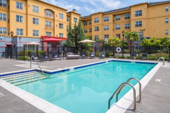 Residence Inn Portland North: Outdoor Pool and Hot Tub