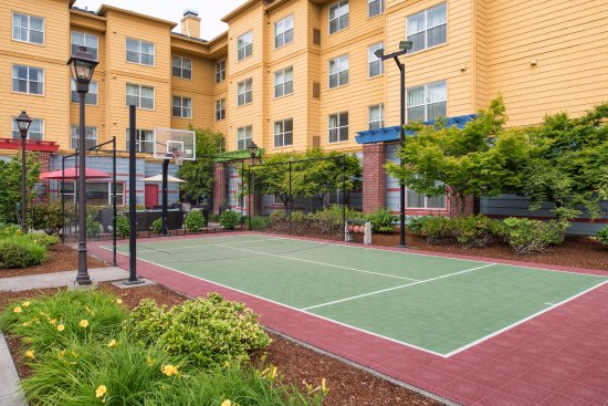 Residence Inn Portland North: Sport Court