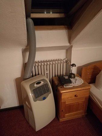Hotel am Heideloffplatz: Das Klimagerät im zweiten Zimmer