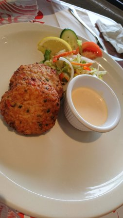 Lobster Pot : lobster, shrimp and crab cake, soso, maybe crab cake alone better