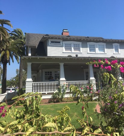 Seal Beach, CA: Local resident's historical home, where we tasted wine