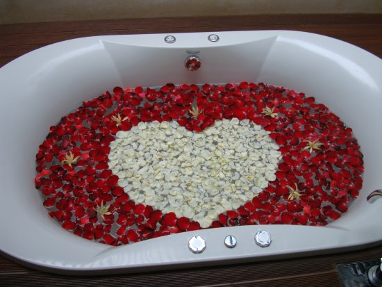 "The Samaya Bali Ubud: Our ""35th anniversary"" jacuzzi tub - rose petals galore!"